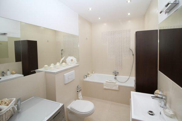 bathroom-2094733_1920